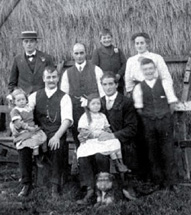 The Firth family of Greenside Farm, Hattersley (Ref t06817)