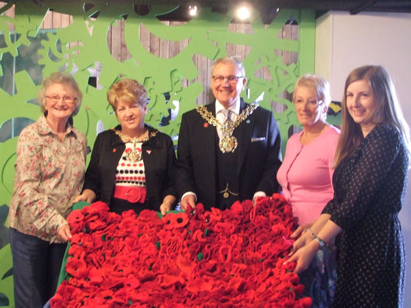 Mayor of Temside Dawson Lane, Cllr Jackie Lane, Museum Manager and Quilting Bee members